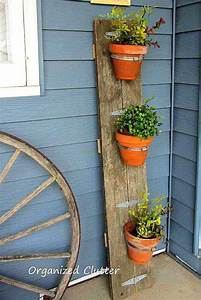 25+ DIY Reclaimed Wood Projects for your Homes Outdoor
