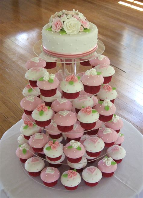 Top Kuchen by Pink And White Cupcakes X 24 And Top Cake That S My