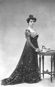 1000 images about women from the past on pinterest With robe marguerite