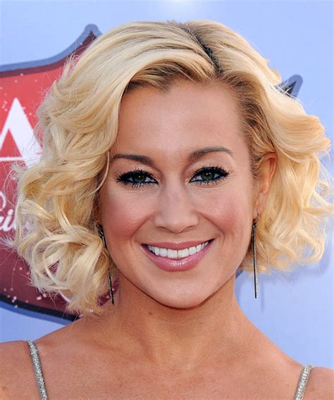 kellie pickler formal medium curly layered bob hairstyle