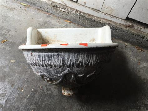 How Should This Vintage Wall-mount Sink Be Bathtub Corner Splash Guard Reglaze Cost How To Keep A White Clean And Shower Faucet Sets Change Caulking Cleaning Combinations Stains On Acrylic