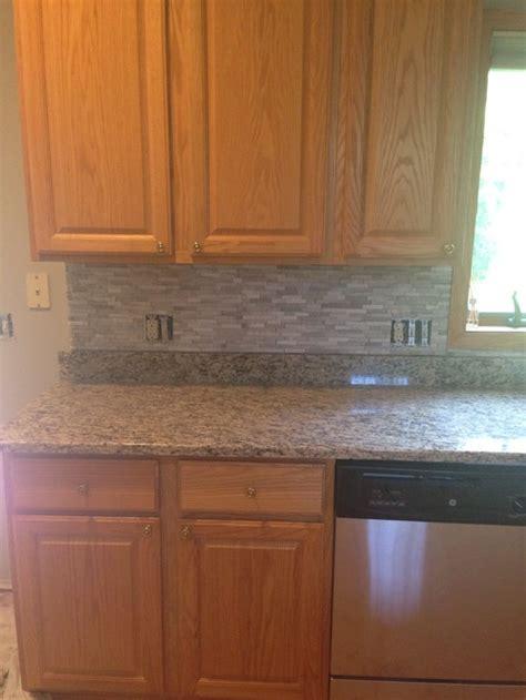 pictures of kitchens with backsplash backsplash doesn t match counter 7474
