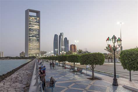 Corniche Dubai An Evening Walk Along Dubai Deira Creek Radisson