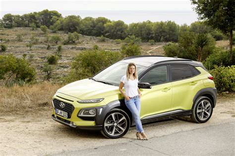 The 2020 hyundai kona features a distinctive design with a range of advanced technology and is packed with advanced safety features. Rijtest Hyundai Kona: Een tropische verrassing