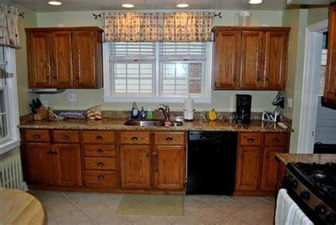 peindre des armoires de cuisine en bois comment actualiser sa cuisine à peu de frais