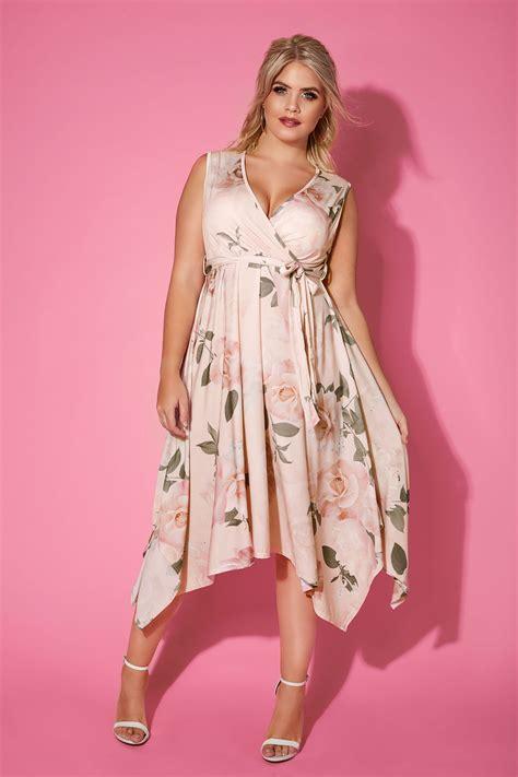 Yours London Pink & Blumenmuster Wickel Kleid, In Großen