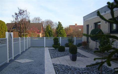 Garten Sichtschutz Kunststoff Grau sichtschutz grau in modernem steingarten
