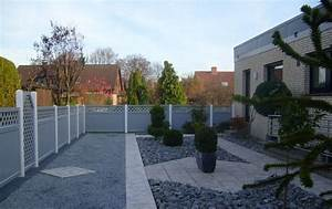 sichtschutz grau in modernem steingarten With garten planen mit balkon sichtschutz pvc befestigen