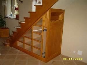 Meuble de rangement sous escalier en frene photo 1 idees for Meuble sous escalier