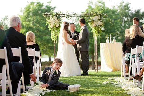 The Funniest Wedding Photobombs | BridalGuide