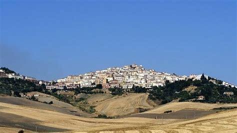 Candela Provincia Di Foggia by Rischio Spopolamento Candela Foggia Offre 2mila A