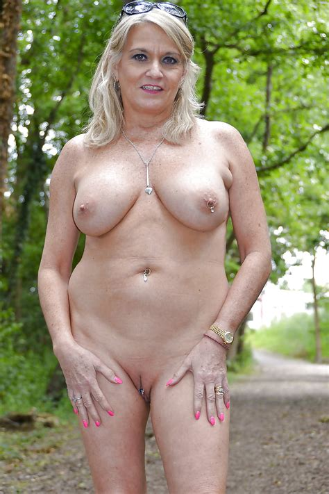 Busty Curvy Mature Milfs Naked In The Garden 51 Pics