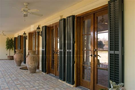 What Color Of Shutters Would Look Best On My Home?   LAS