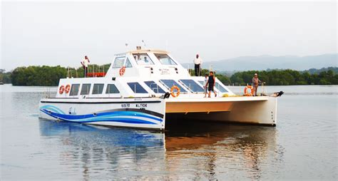 Fishing Boat Manufacturers In Kerala by Aquarius Fibreglas India Fibreglass Boat Manufacturers