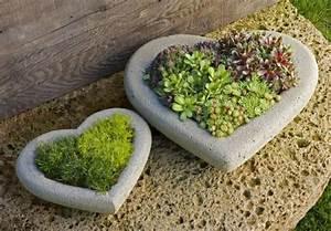Pflanzen Kübel Beton : zwei herzen aus beton gartenfiguren selber machen gr ne pflanzen kreativ kopf pinterest ~ Sanjose-hotels-ca.com Haus und Dekorationen