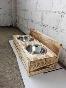 Hunde Sachen Kaufen : hund futter hundenapf aus bauholz in wunschfarbe ein designerst ck von dirk g bei dawanda ~ Watch28wear.com Haus und Dekorationen