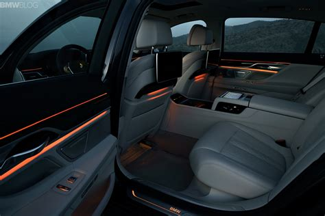 remarkable design features    bmw  series