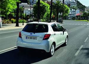 Toyota Yaris Hybride Dynamic : toyota yaris hsd hybride le mill sime 2015 d voil ~ Gottalentnigeria.com Avis de Voitures