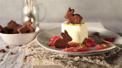 recette de dessert glace recette de dessert d 233 s de glace 224 la vanille sur lit de compote de rhubarbe
