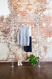 Kleiderschrank Industrial Design : offener kleiderschrank open wardrobe system stahlrohrdesign industriedesign industrial ~ Markanthonyermac.com Haus und Dekorationen