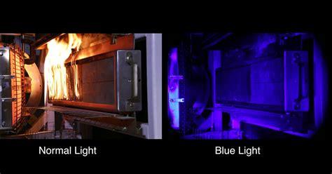 blue lights for firefighters まぶしい炎の向こう側を青色光で透かして見る技術が開発 火災研究の進歩に期待 gigazine