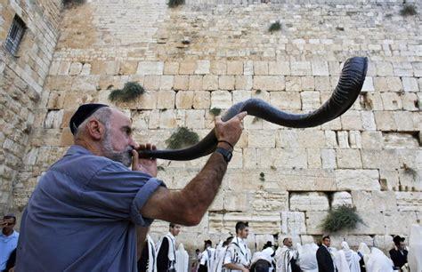 rosh hashanah   syria jews  damascus pray