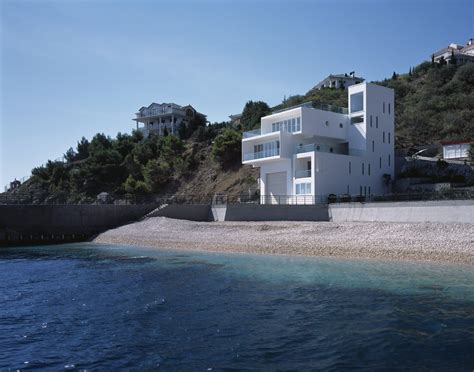sea side sanctuary modern house at the edge of the sea has stunning views of the horizon