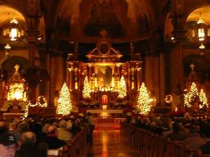 """The Liturgical Pimpernel: The Christmas """"Family Mass"""""""