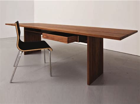 table de bureau but table bureau en bois areal by sanktjohanser design