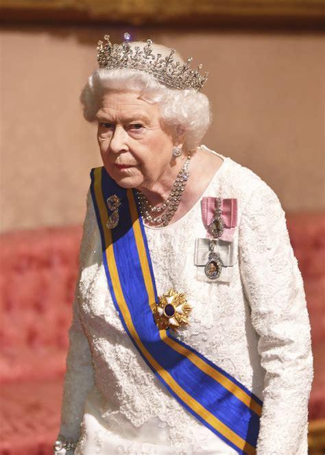 Se v úterý budou muset obejít bez slavnostní kanonády. Britská královna Alžběta II. | ČTK, Reuters