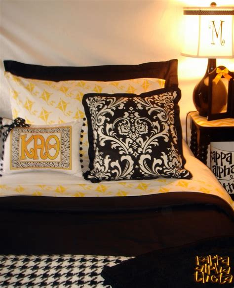 bedroom small ideas 79 best cute and or useful dorm stuff images on pinterest 10672 | 1a4c044ac5f9fd4607e9c2e20db10672 black bedrooms black bedroom sets