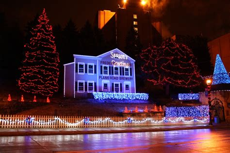 miller brewing unevils annual holiday lights 187 urban milwaukee