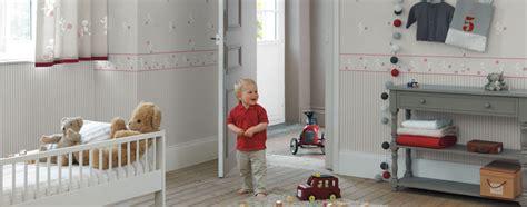 papier peint chambre bebe avec le papier peint osez les rayures sur vos murs