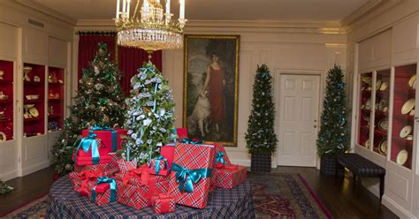 fashion designers create white house holiday decorations
