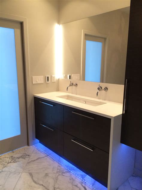 20+ Beautiful Modern Bathroom Lighting Ideas #15201