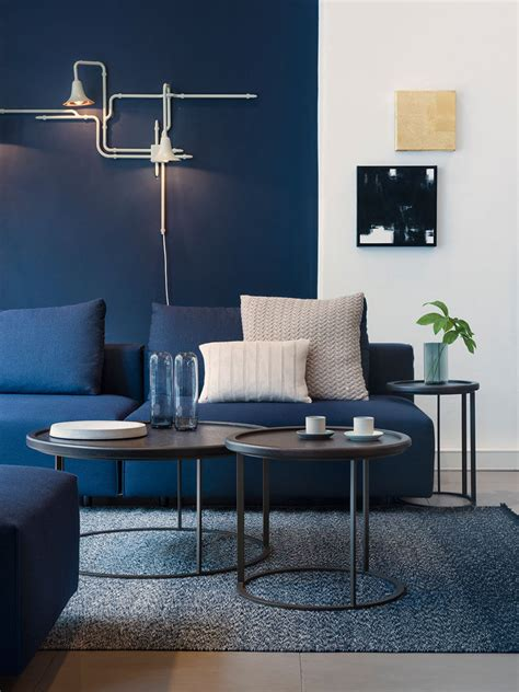 Blue Living Room Accessories by 4 Ways To Use Navy Home Decor To Create A Modern Blue