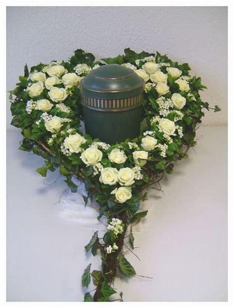 urnengrab urnen herz zum stellen 50 cm steckschaum blumen beerdigung ebay