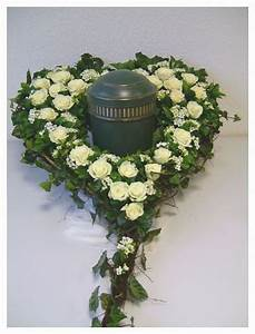 Herz Mit Blumen : urnengrab urnen herz zum stellen 50 cm steckschaum blumen beerdigung ebay ~ Frokenaadalensverden.com Haus und Dekorationen