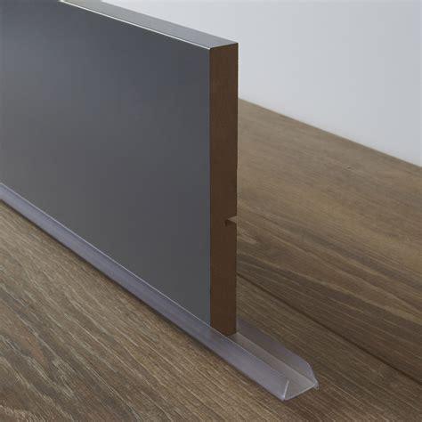 plaque de protection murale pour cuisine bavette de plinthe de meuble de cuisine delinia leroy merlin