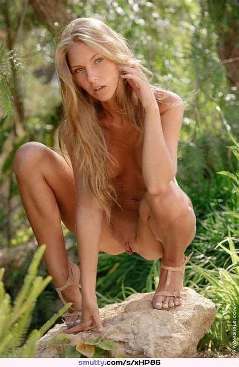 Anjelica Posing Naked Outdoor