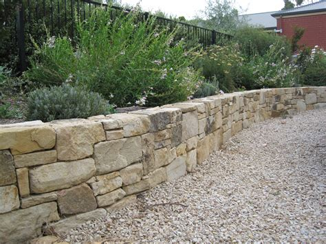 retaining wall gravel dry stacked with gravel in front landscaping pinterest retaining walls exterior design