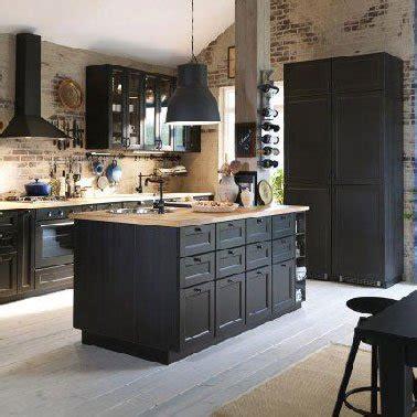 bonnet grande cuisine cuisine avec ilot ikea et murs en brique