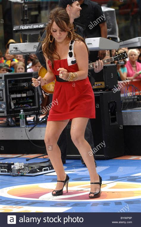 Buy jan n june women's trench coat lotic. Hilary Duff Performs Live On Nbc S The Today Show Toyota Concert