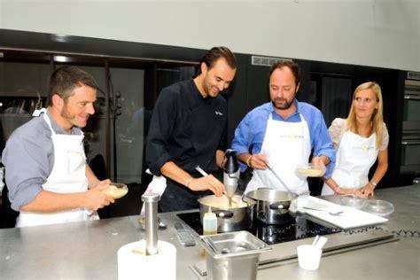 offrir un cours de cuisine avec cyril lignac première réussie pour la fête de la gastronomie hr infos