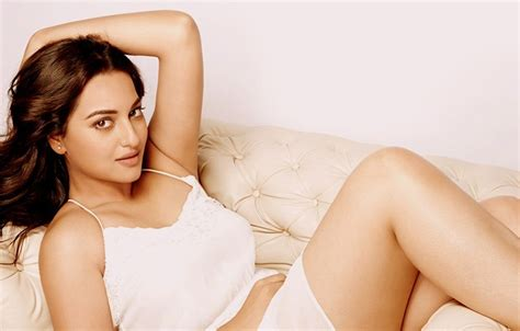 yasmin deliz sexy sonakshi sinha wallpapers picture images in hd quality