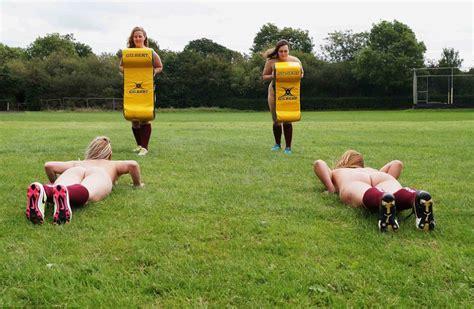 Les joueuses de cette équipe féminine de rugby posent