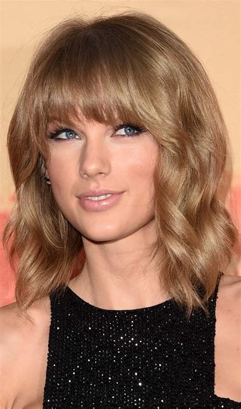feathered haircuts for hair 30 chic medium hairstyles with bangs 2602