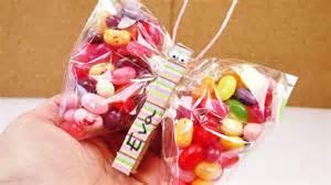 lollipop bouquet schmetterling basteln gefüllt mit süßigkeiten tolles