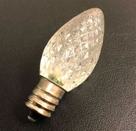 thieves are stealing bulbs from lights in oneida