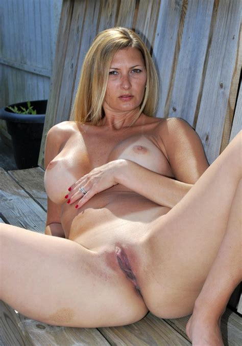 Mature Naked Spread Mn
